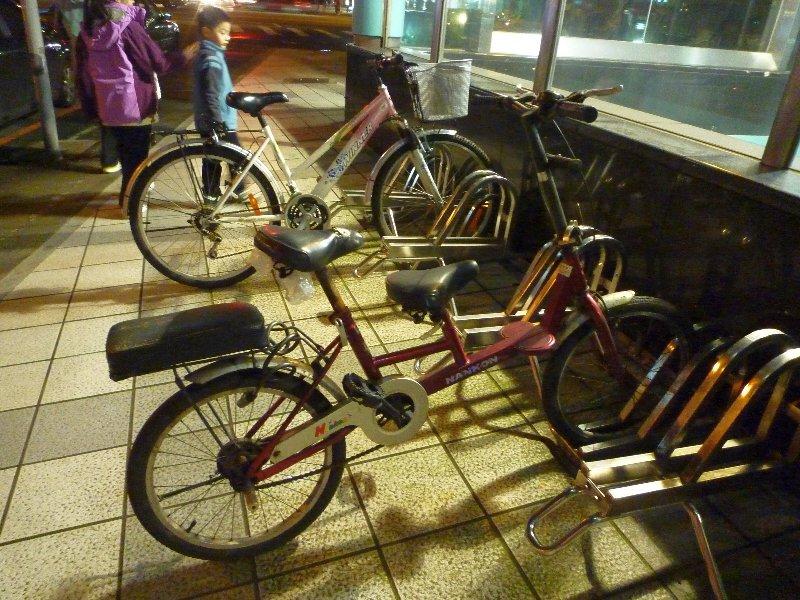 捷運站外的單車停泊位置,方便騎單車接駁捷運。